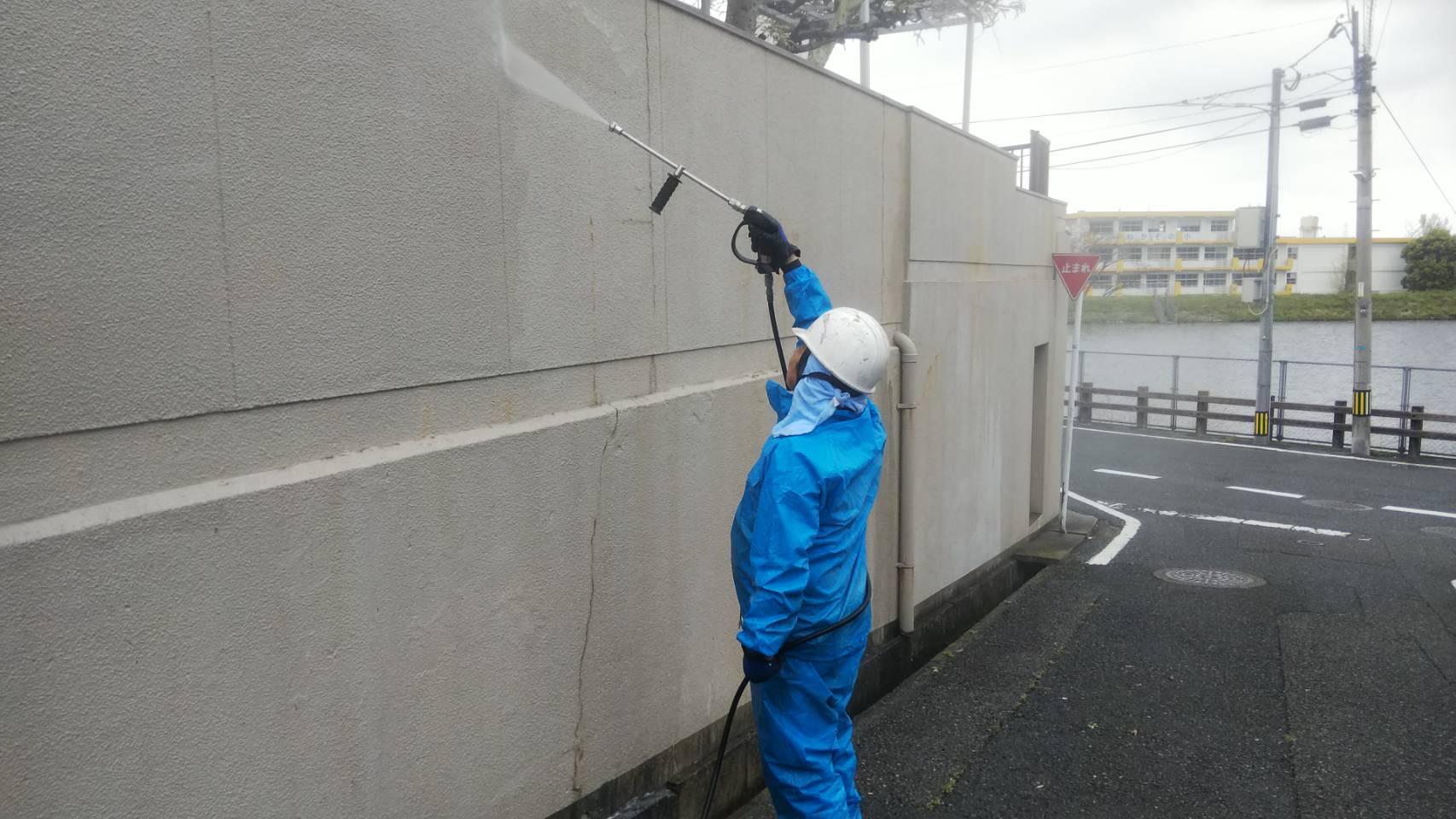 北九州市小倉南区にて外壁塗装 ~着工・高圧洗浄~